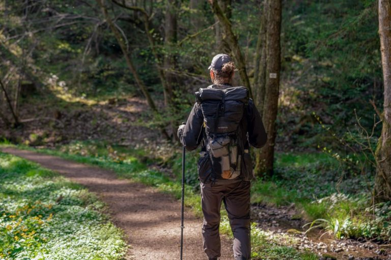 Trekking Verzicht - Wanderer leicht unterwegsi